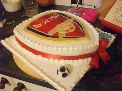 arsenal shield cake