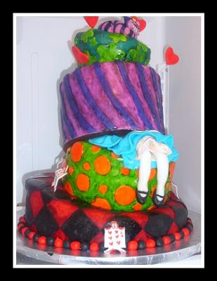 alice in wonderland topsy turvy cake