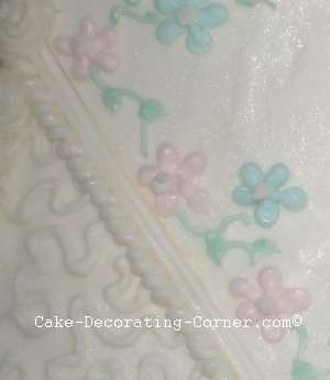 piping on baby shower cake