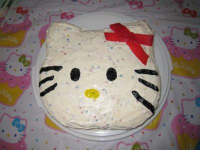 white buttercream hello kitty
