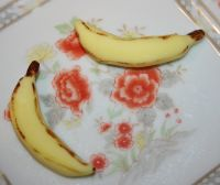 painting gum paste bananas