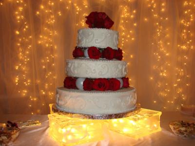 simple red roses wedding cake