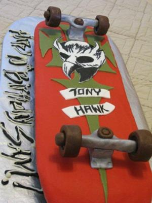 skateboard with moving wheels cake