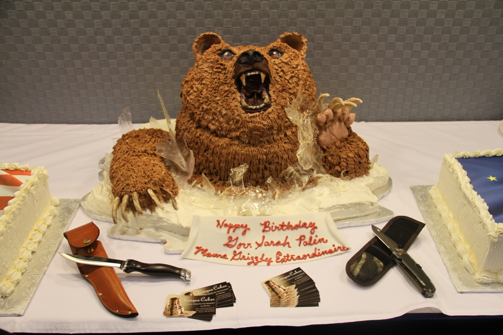 grizzly bear cake for Sarah Palin