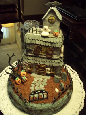 spooky mansion cake