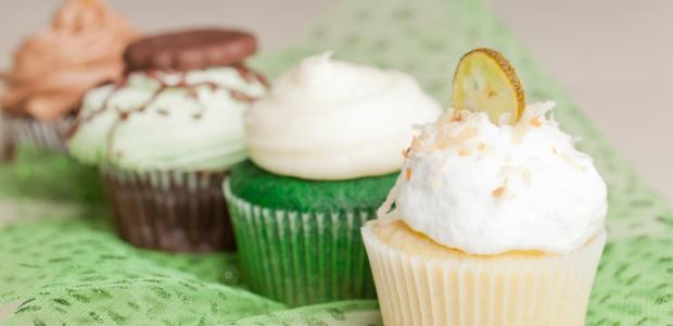 coconut cream cheese icing on cupcakes